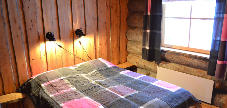 finland_lapland_pyhä_Log_Cabins _(3 stars)_2_room_mezzanine_superior_cabin_bedroom2.jpg